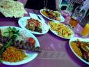 Kebab met pistachenoten en gemengde grillgerechten