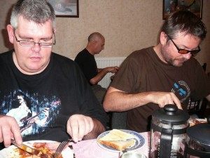 293 081116 Sunday - Zappateers at breakfast - HairZ and Ob