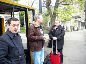327 CheepsneezeAroma LudzNL and ModifiedDog waiting in Melksham for the bus to Bath