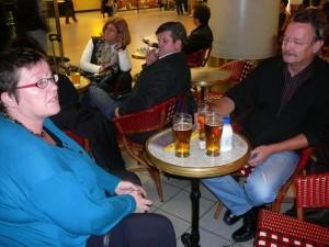 375 ModifiedDog and LudzNL back at Schiphol airport enjoying a Heineken