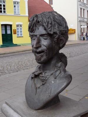 180 statue of Frank Zappa