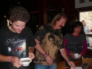 Bas, Emile & Cynthia aan de soep