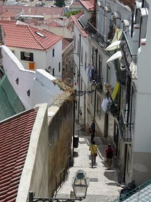 023 smalle straatjes van de wijk Alfama