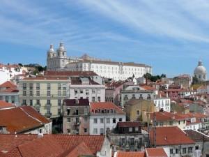 026 uitzicht over de wijk Alfama vanaf de Miradouro de Santa Luzia