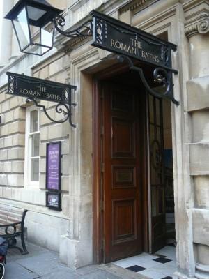 044 Bath - entrance to the Roman Baths