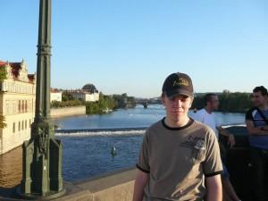 044 Luuk op de Karelsbrug