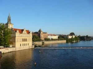 045 view from the Karelsbrug - links het Smetanamuseum