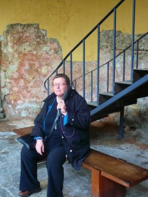 052 Bath - Roman Baths - ModifiedDog listening to the guided tour