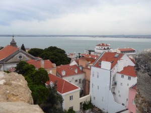 052 uitzicht vanaf het Castelo over het wijkje Santa Cruz