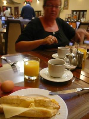 084 ontbijt in het hotel