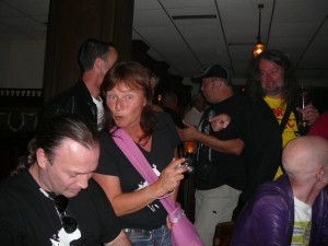 166 Zappateers in Gunnars bar