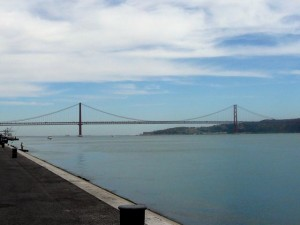 234 uitzicht vanaf het Monument der Ontdekkingen - Ponte 25 de Abril