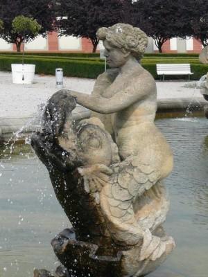 273 Slot Troja - beelden in de tuin