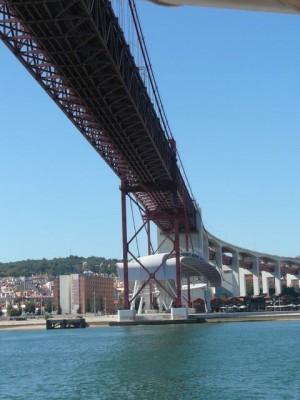 566 Ponte 25 de Abril