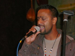 spontaneous guest singer