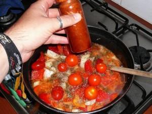 6. Voeg tijm en peper en smaak naar zout toe.