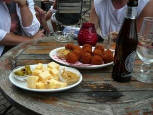 kaas en bitterballen