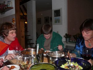 Marja, Luuk & hidihi enjoying dinner