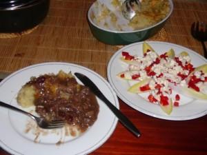Sinterklaaseten? Hachee met cranberry's, aardappelpuree en salade van witlof, rode paprika en blauwe aderkaas
