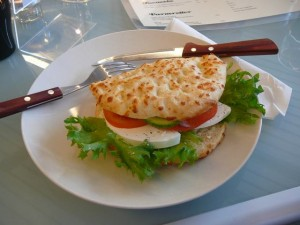 081 bazbos lunch - boboli med feta ogst