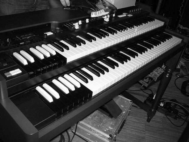 Sven Figee's Hammond organ (Ikea Billy model)