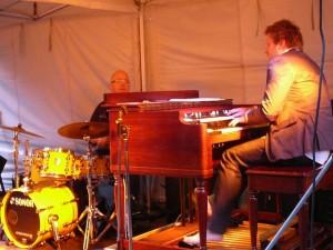 unknown Hammond organ player - barefooted