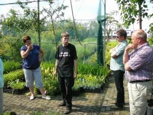 Rina, Luuk, Marc en Jaap in de schaduwkas
