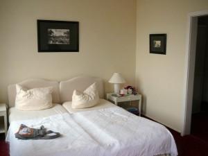 008 hotel room