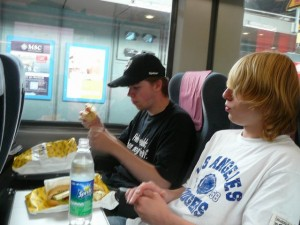 373 Luuk and Freek on the train in Hamburg