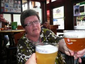 Proosten in café 'De Schoof', Arnhem