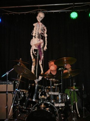 Jelle preparing the drum kit