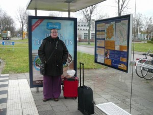 001 101123 Tuesday - waiting for the bus in Apeldoorn