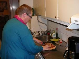 189 preparing dinner in au3s appartment
