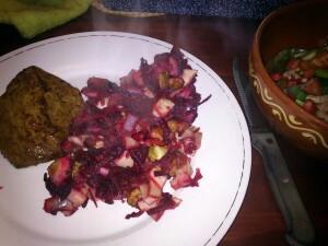 140407 08 steak met ovenschotel van biet, rode ui, witlof, peer, walnoot en honing