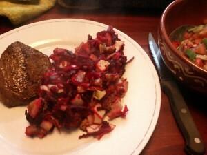 140407 09 steak met ovenschotel van biet, rode ui, witlof, peer, walnoot en honing