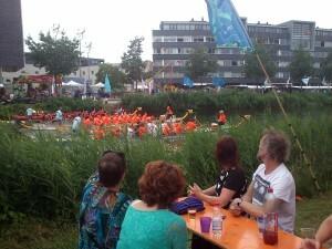07 140629 Drakenbootfestival - E Marja hidihi Auke
