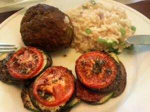 30 140701 gehaktbal met groentetorentjes en risotto