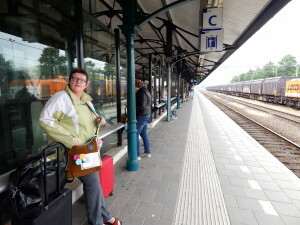 003 waiting on Apeldoorn trainstation