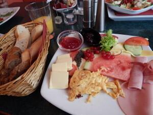 582 b breakfast