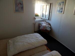 872 bedroom