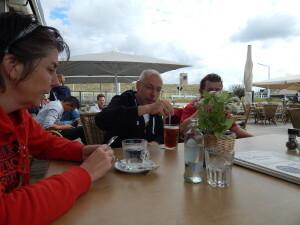 044 Jolande Arie Luuk in strandtent Waterreus