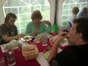 16 humus olijven en brood