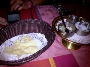 047 141129 eten bij de Kohinoor in Arnhem - papadums