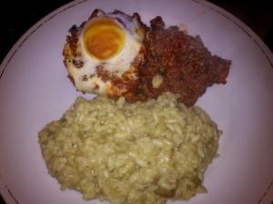 089 141217 gehaktschotel met ei en postelein + risotto