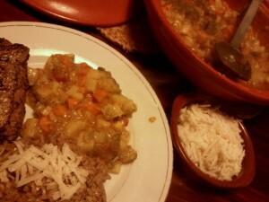 005 150126 tajine van wortelpeterselie peper ui en zoete aardappel met steak en risotto