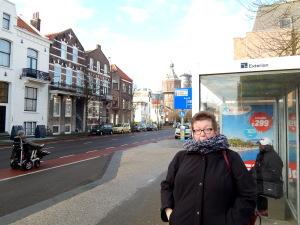 105 wachten op de bus naar Middelburg