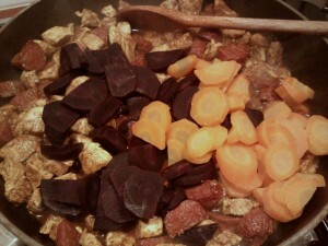 059 chorizo kip rode en gele wortel bloemkool