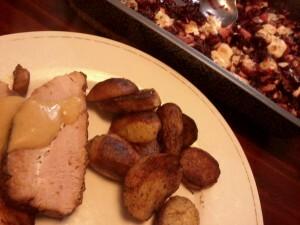 119 beenham met honing-dillesaus en ovenschotel van rode biet, rode ui, peer, witlof, honing en blauwe kaas