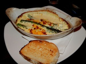1163 b starter  green asparagus in cheese