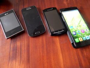 150525 035 vier mobiele telefoons - heel oud, werktelefoon, oude, nieuwe